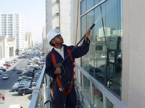 cleaning-glass-suspended-platform